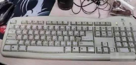 你知道键盘里面有多脏吗 拆开吓一跳