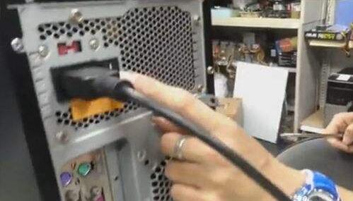 电脑关不了机是怎么回事 一招教你电脑关不了机怎么办
